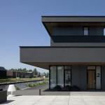 Maison design noire en Hollande