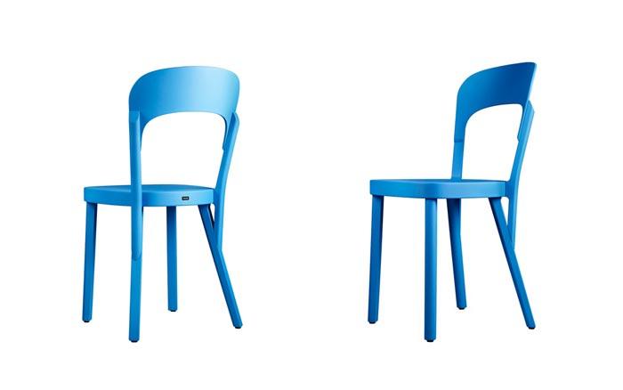 Chaise 107 Thonet bleue