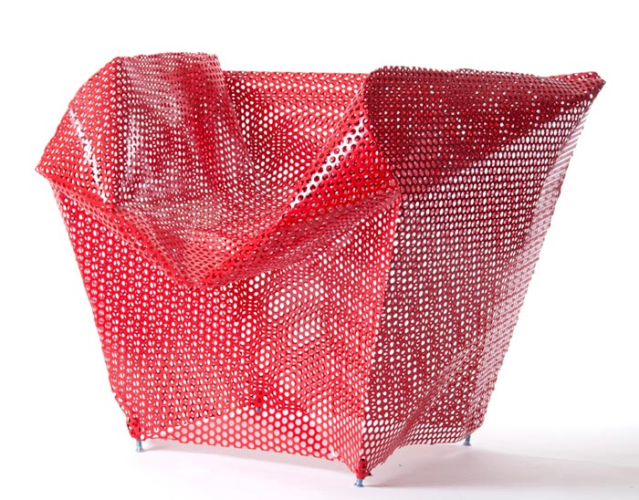 Chaise design en metal rouge