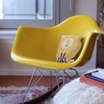 Inspiration deco-fauteuil a bascule Eames jaune