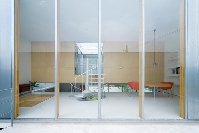 Maison design japonaise a Sakuragaoka-Baie vitree