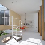 Maison design japonaise a Sakuragaoka-Demi niveaux