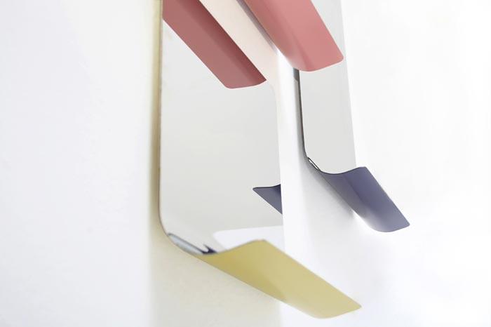 miroir design bent avec etagere integree arkko. Black Bedroom Furniture Sets. Home Design Ideas