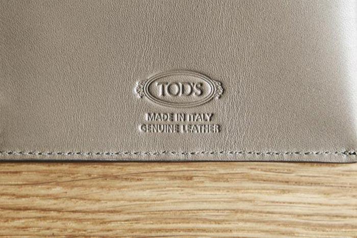 Pochette en cuir pour passeport Tods et Monocle