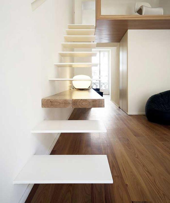 Escalier design avec une marche en bois – Arkko