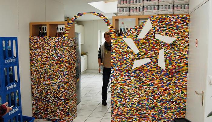 Montage du mur en Lego