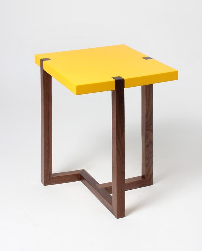Table design jaune