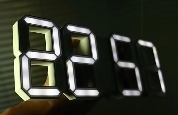Horloge design white + white clock par Vadim Kibardin