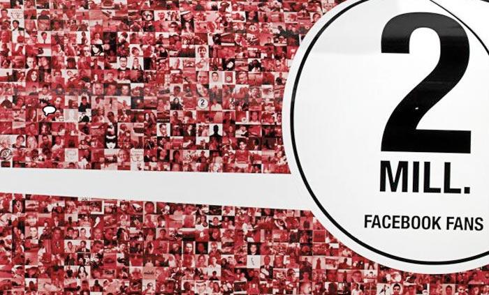 Porsche avec portraits des fans Facebook