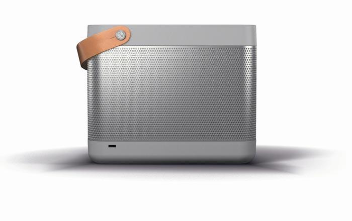 Systeme audio portable design Beolit 12 par Bang & Olufsen