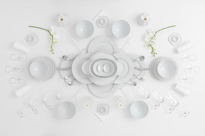 Vaisselle blanche IKEA mise en scene par Carl Kleiner