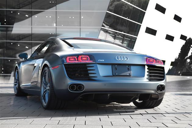Audi-R8-grise
