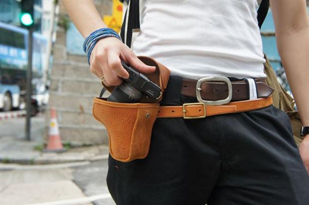 Gun-Holder-Camera-Case-by-Roberu-1