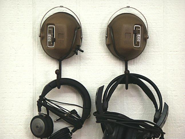 Vintage-Headphone-Hangers-3