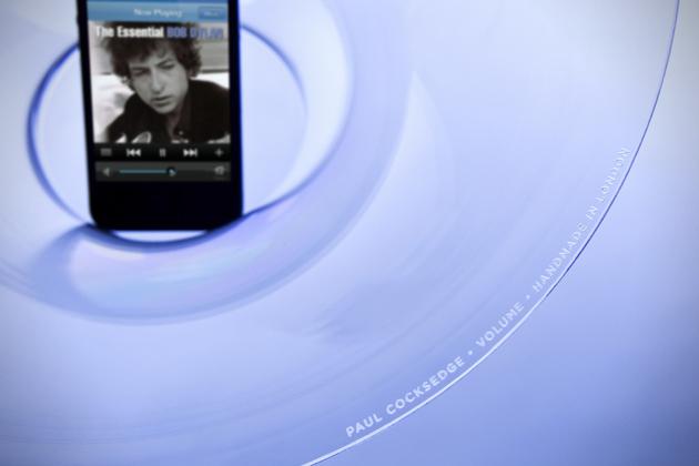 Volume-Acoustic-iPhone-Speaker-by-Paul