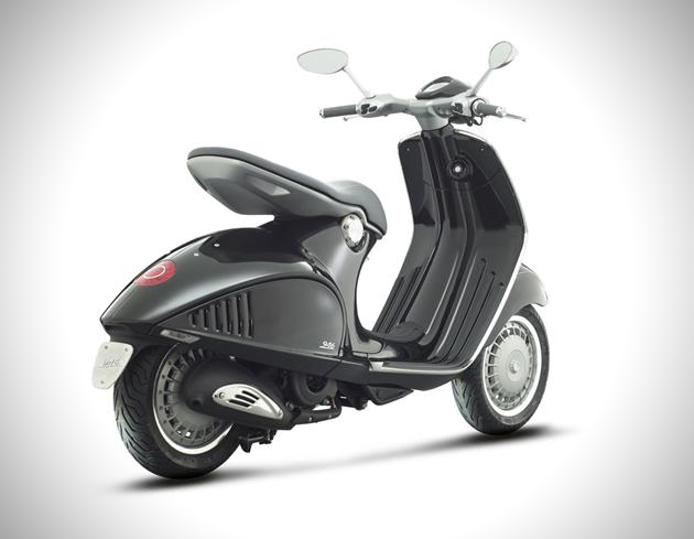 Vespa-946-Scooter-noir