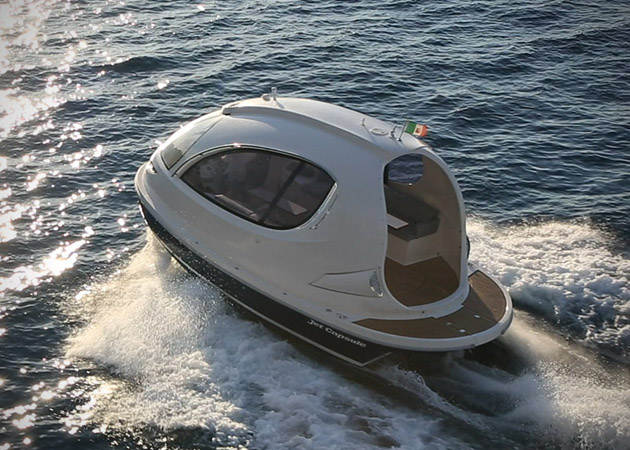 Jet-Capsule-Miniature-Luxury-Yacht-1