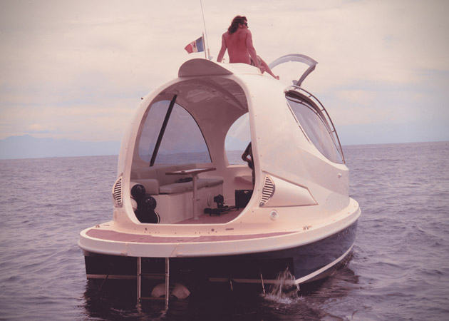 Jet-Capsule-Miniature-Luxury-Yacht-4