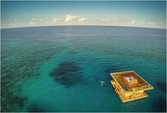 Resort Manta une chambre sous-marine est submergée dans l'océan Indien