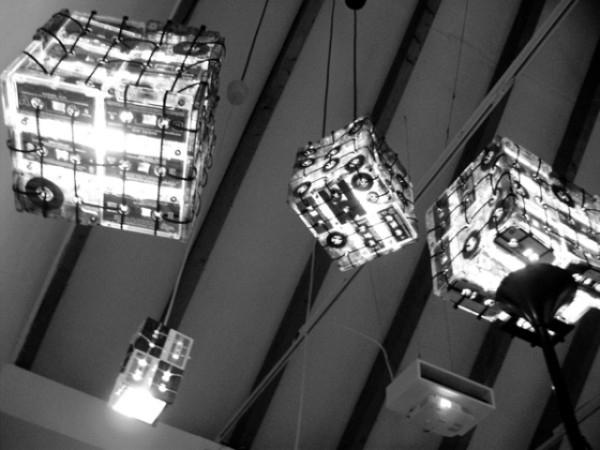 Fabriquer une lampe avec des cassettes audio