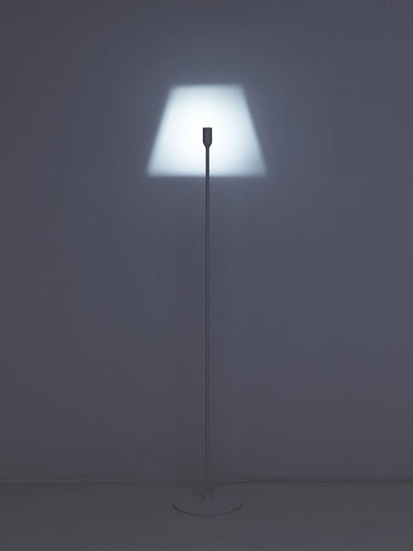 Lampe design minimaliste yoy for Architecture minimaliste