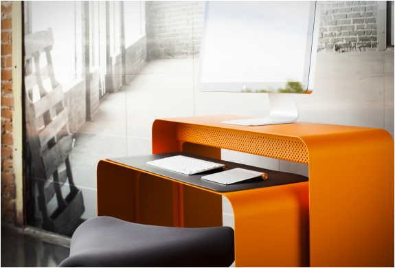bureau-orange-oneless