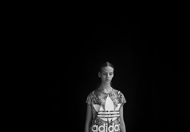 Tshirt imprimé Adidas Hyke