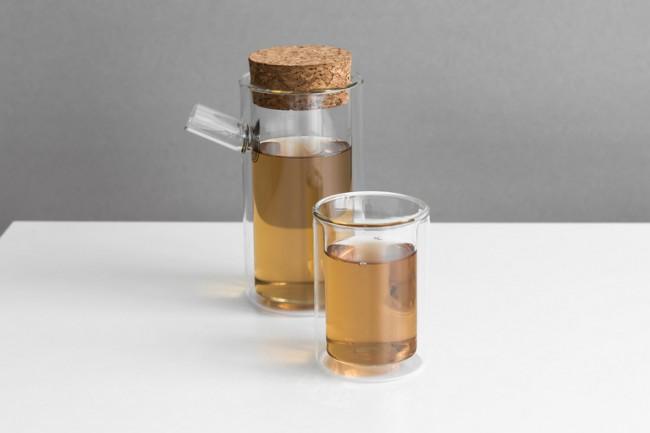 Théière et verre à thé minimaliste