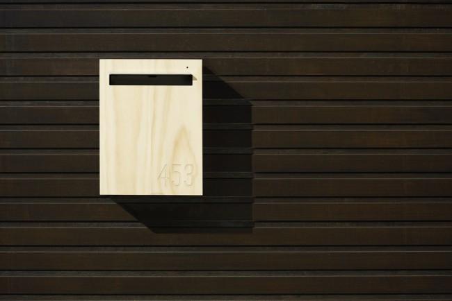 Boite aux lettres en bois et acier