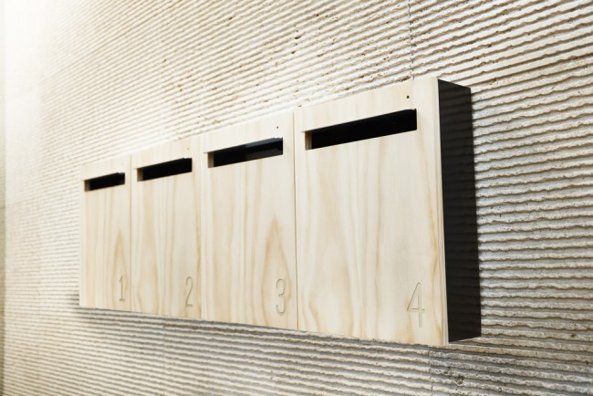 Boite aux lettres minimaliste en bois