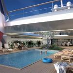Yacht avec piscine et terrasse