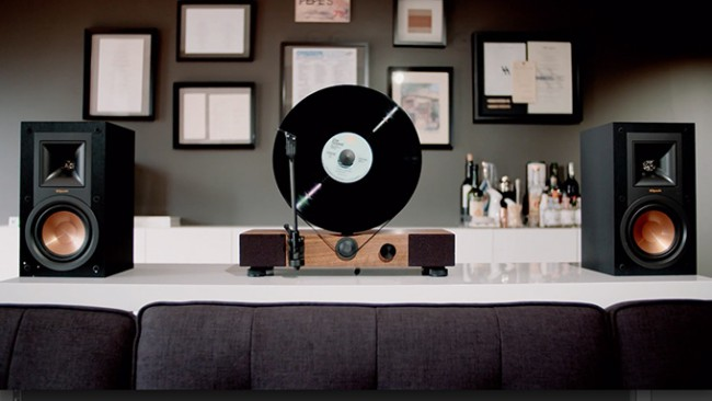 floating record une platine vinyle verticale. Black Bedroom Furniture Sets. Home Design Ideas