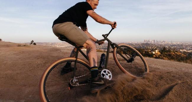 Vélo mi course mi tout terrain