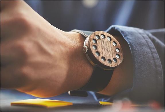 montre ronde en bois
