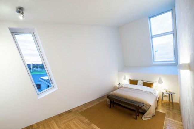 Chambre avec fenêtres bandeau