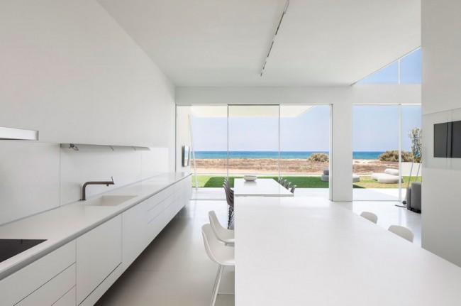Maison design avec d coration minimaliste pitsou kedem for Cuisine minimaliste