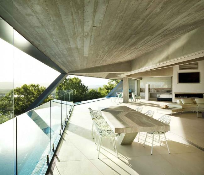 Maison design avec piscine d bordement de 10 m tres for Prix d une piscine a debordement