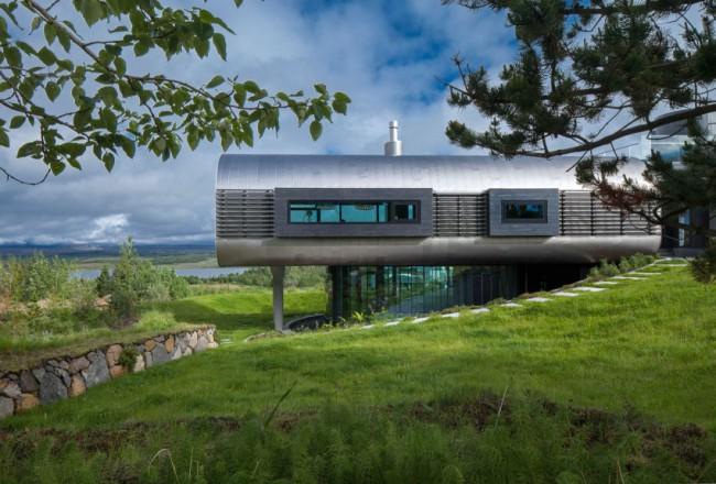 maison design avec bardage en acier et panneaux de verre. Black Bedroom Furniture Sets. Home Design Ideas