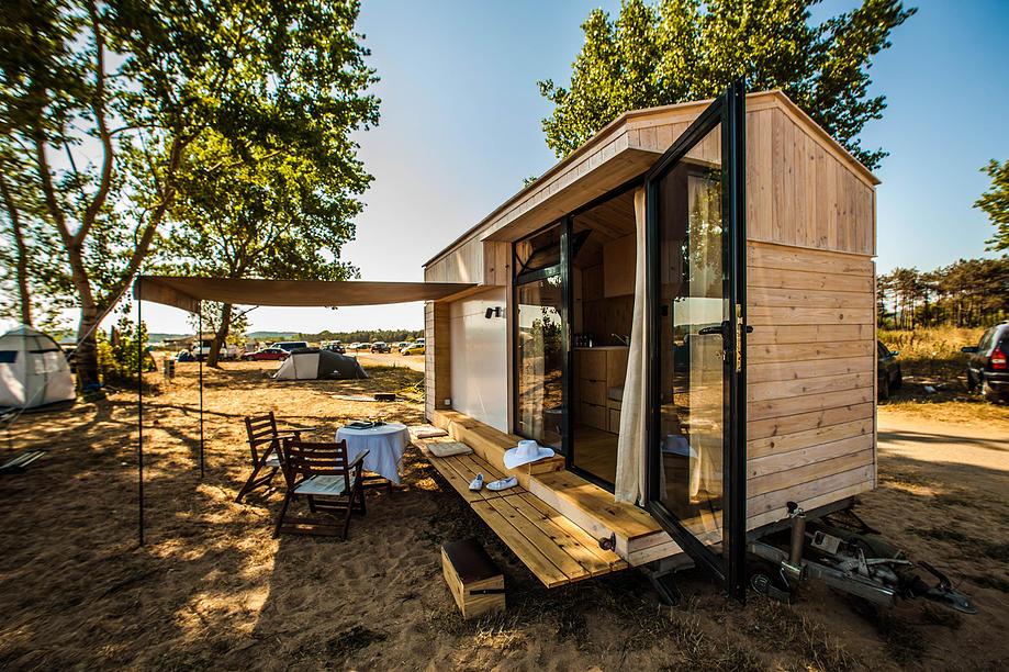 koleliba petite maison roulante en bois. Black Bedroom Furniture Sets. Home Design Ideas