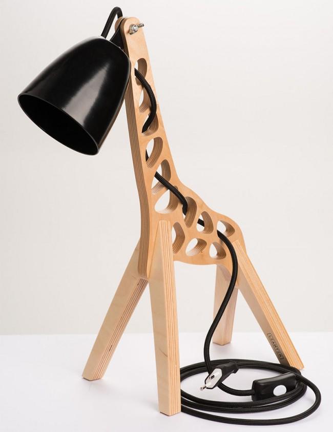 lampe design en bois en forme de girafe. Black Bedroom Furniture Sets. Home Design Ideas