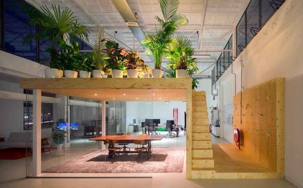 transformation d 39 une ancienne usine en atelier de travail. Black Bedroom Furniture Sets. Home Design Ideas