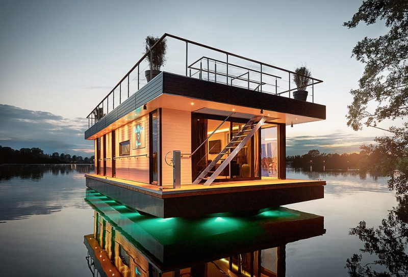 rev-houseboat